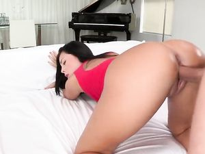 Thick Facial Cumshot On Gorgeous Gianna Nicole